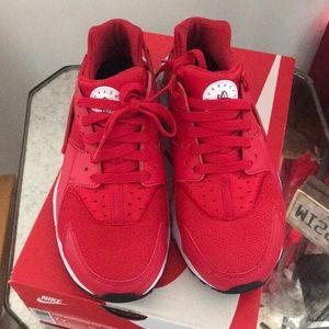 Nike Huarache Run Red ❗️FIRM PRICE ❗️